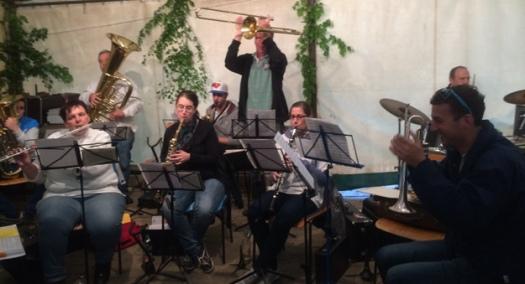 Gute Stimmung im Festzelt beim Maifest des Musikvereins Bilfingen am 1. Mai 2014.