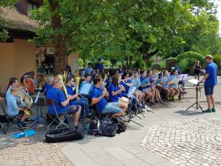 Auftritt der Jugendkapelle JuMB in Tripsdrill im Juni 2018